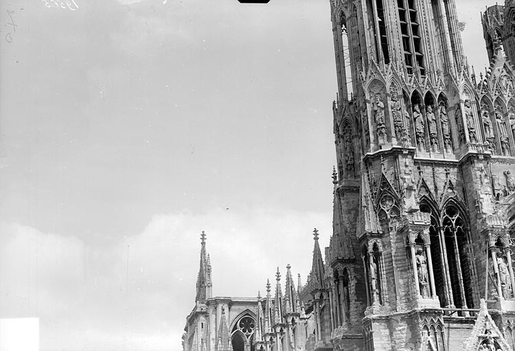 Cathédrale Tour nord, côté nord-ouest, Goubeau (photographe),