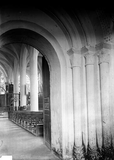 Eglise Portail et nef, Enlart, Camille (historien),