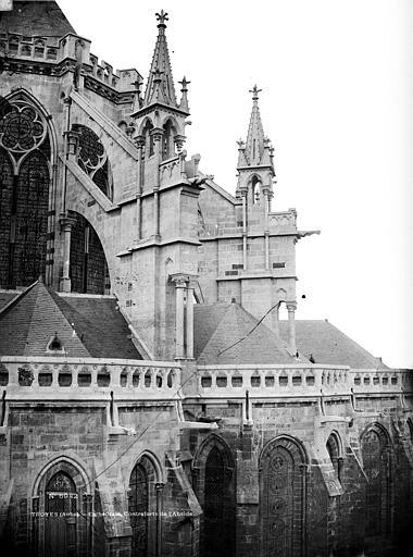 Cathédrale Saint-Pierre Contrefort sud, Marville, Charles (photographe),