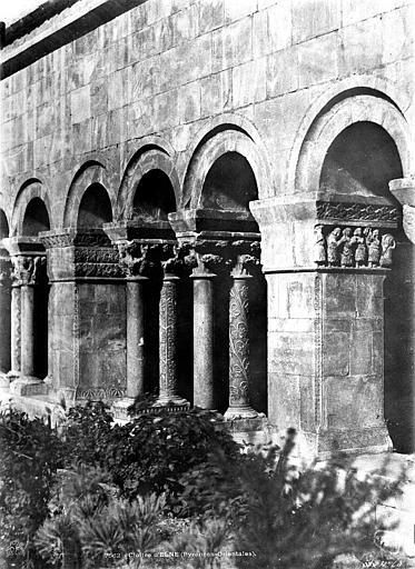 Eglise Cloître : galerie nord-est, Mestral ; Le Gray, Gustave (photographe),