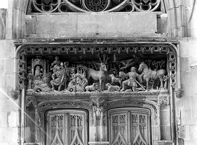 Château Chapelle Saint-Hubert, linteau du portail avec haut-relief : La vision de saint Hubert et la légende de saint Christophe, Cousin,