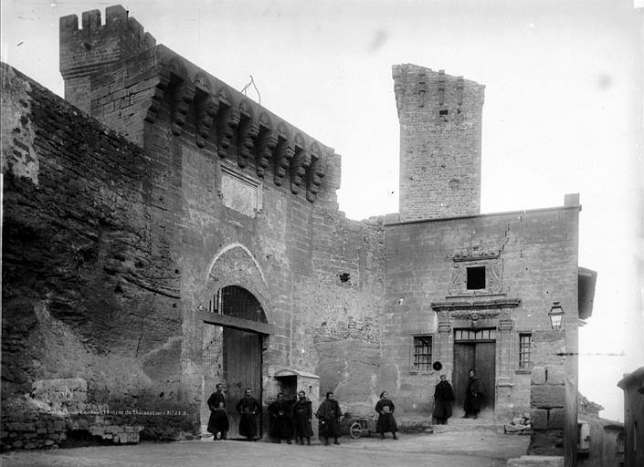 Château de l'Empéri Façade, escalier, donjon, sur la deuxième cour, Durand, Eugène (photographe),