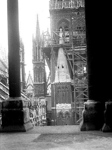 Cathédrale Tour Saint-Romain échafaudée, Chaine, Henri (architecte),