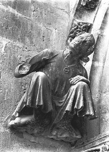Cathédrale Notre-Dame Cariatide, au-dessous de la rose sud, Lajoie, Abel,