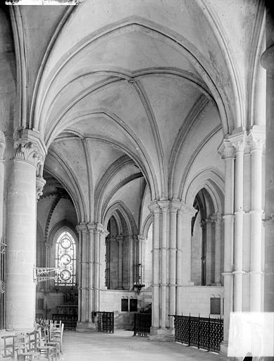 Abbaye aux Hommes (ancienne) ; Eglise abbatiale Saint-Etienne Vue intérieure du déambulatoire, côté sud, Heuzé, Henri (photographe),