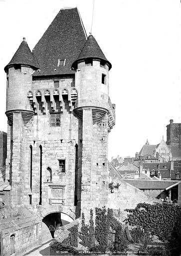 Porte du Croux Côté des fossés, Mieusement, Médéric (photographe),