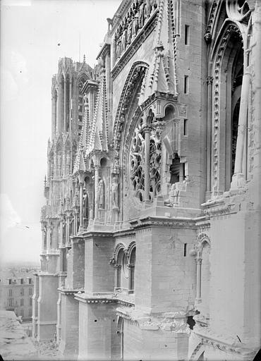 Cathédrale Notre-Dame Façade sud : partie supérieure du transept vue vers l'ouest, Sainsaulieu, Max (photographe),