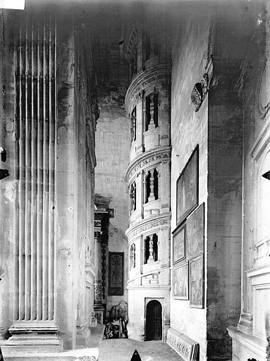 Eglise Saint-Gervais-Saint-Protais Tribune, escalier, Gossin (photographe),