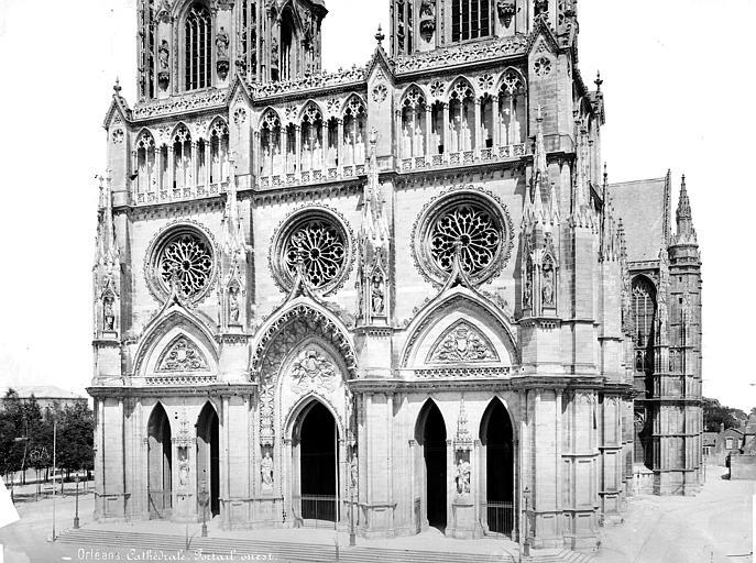Cathédrale Sainte-Croix Façade ouest : partie inférieure et portails, Mieusement, Médéric (photographe),