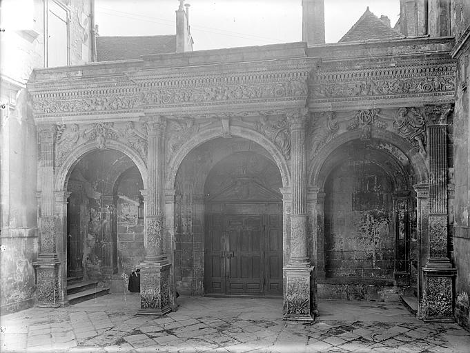 Hôtel de Vogüé Cour intérieure : Revers du portail, Gossin (photographe),