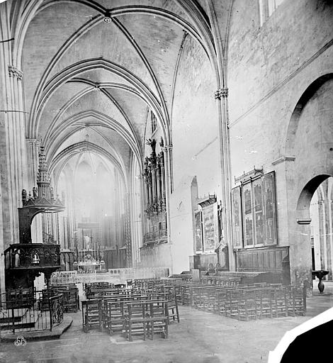 Cathédrale Saint-Sauveur Vue intérieure de la nef, vers le sud-est, Mieusement, Médéric (photographe),