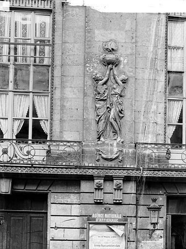 Théâtre Façade sur rue : Bas-relief du premier étage, Durand, Jean-Eugène (photographe),