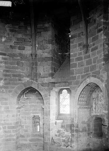 Château Donjon circulaire : salle du premier étage, Enlart, Camille (historien),