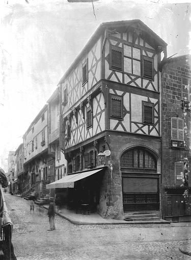 Maison dite de l'Apothicaire Angle de rue, Enlart, Camille (historien),