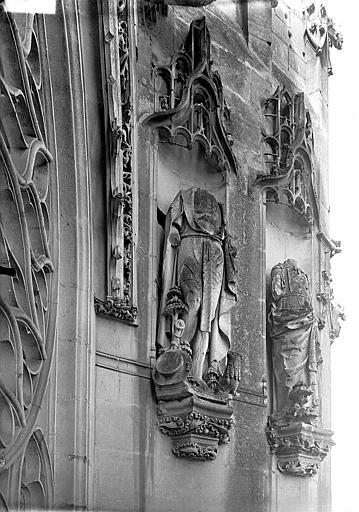 Eglise Saint-Gervais-Saint-Protais Bras nord du transept, statues, rose, Gossin (photographe),