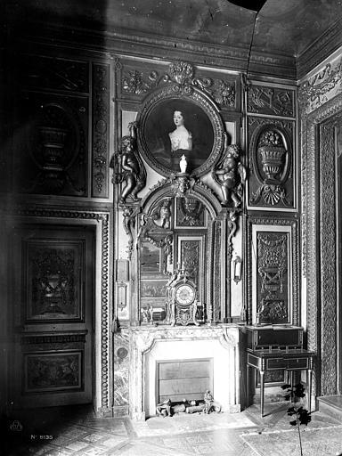 Hôtel de Lauzun ou Hôtel de Pimodan Cheminée de la grande chambre à coucher, premier étage, Mieusement, Médéric (photographe),