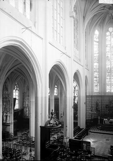 Eglise Saint-Aspais Nef vue de la tribune, Enlart, Camille (historien),