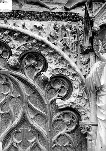 Cathédrale Saint-Etienne Portail central de la façade ouest : arc de gauche, partie droite, Doucet ; Baudet (photographe),