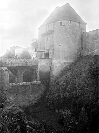 Château ; Musée de Caen Porte de l'est, Heuzé, Henri (photographe),