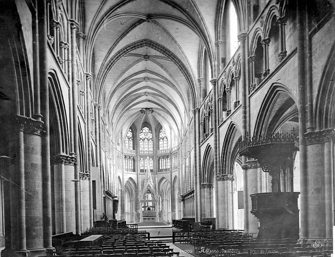 Cathédrale Saint-Cyr-et-Sainte-Julitte Vue intérieure de la nef, vers le choeur, Mieusement, Médéric (photographe),
