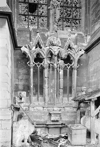 Cathédrale Notre-Dame Façade nord, fragments déposés : Restes de l'ancien diadème, Sainsaulieu, Max (photographe),