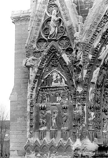 Cathédrale Notre-Dame Portail nord de la façade ouest : Pignon à gauche de la porte, côté ouest, Sainsaulieu, Max (photographe),