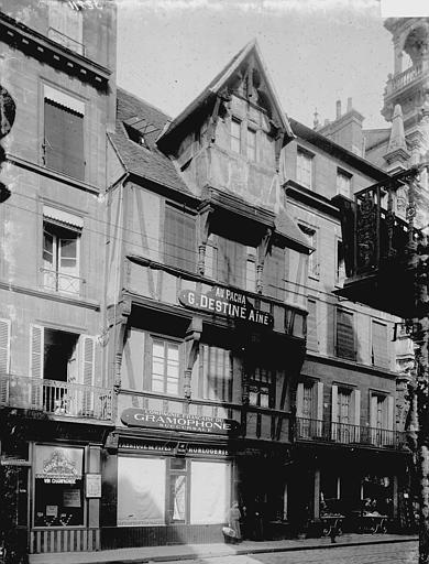 Maisons Façades, Enlart, Camille (historien),