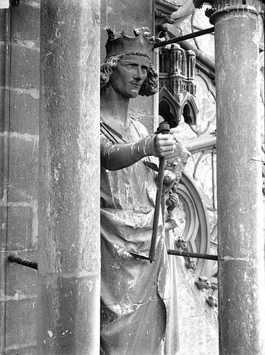 Cathédrale Notre-Dame Statue de roi, contrefort de la tour nord, Lajoie, Abel,