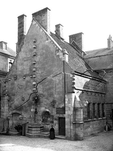 Palais des Ducs et des Etats de Bourgogne (ancien) ; Hôtel de Ville Cour de Bar : Cuisines ducales, Delaunay (photographe),