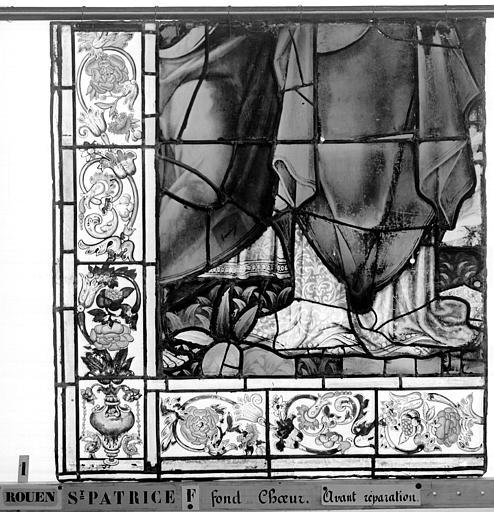 Eglise Saint-Patrice Vitrail, fenêtre au fond du choeur, la Crucifixion, lancette de gauche, cinquième panneau supérieur, Heuzé, Henri (photographe),