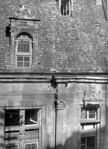 Hôtel d'Escoville (ancien) Façade nord : corniche et lucarne, Durand, Jean-Eugène (photographe),