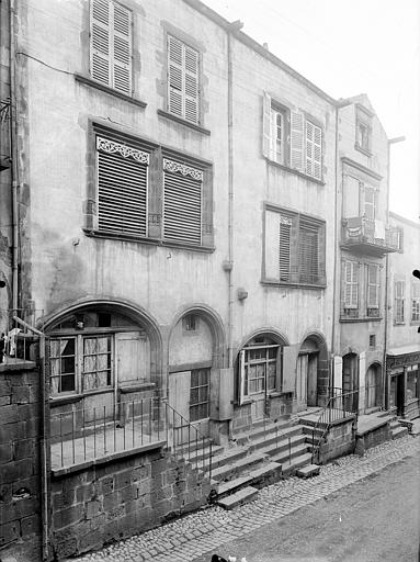 Maison ; Hôtel d'Albiat ou Maison des Centaures ; Hôtel de Fontenilhes ou maison des Sires de Beaujeu Façades sur rue, Jarron (photographe),