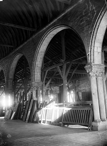 Greniers Saint-Jean Vue intérieure : Grandes arcades, Berthault (photographe),