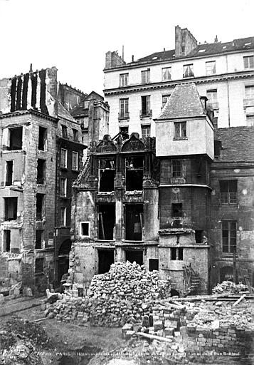 Maison Vue d'ensemble en cours de démolition, Le Secq, Henri (photographe),