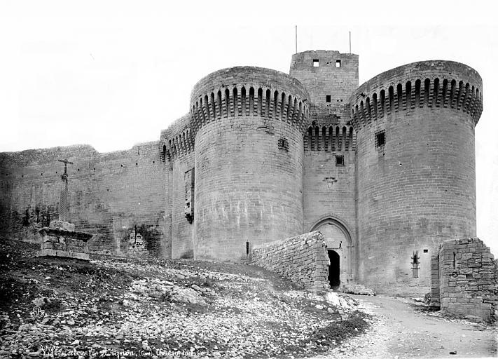 Fort Saint-André Porte d'entrée et tours jumelées, Mieusement, Médéric (photographe),