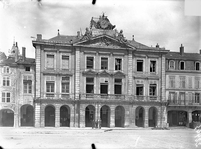 Hôtel de Ville Façade sur la place Duroc, Queste, P. photographe),