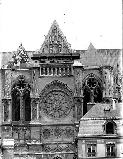 Cathédrale Notre-Dame Bras nord du transept, pris de la cour du Chapitre, Lajoie, Abel,