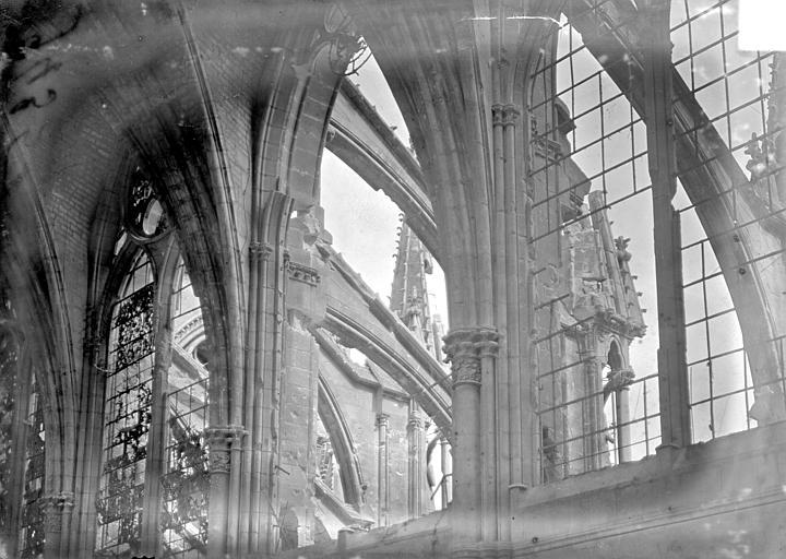 Cathédrale Vue intérieure de la nef, côté sud : 3e, 4e et 5e travées, Sainsaulieu, Max (photographe),