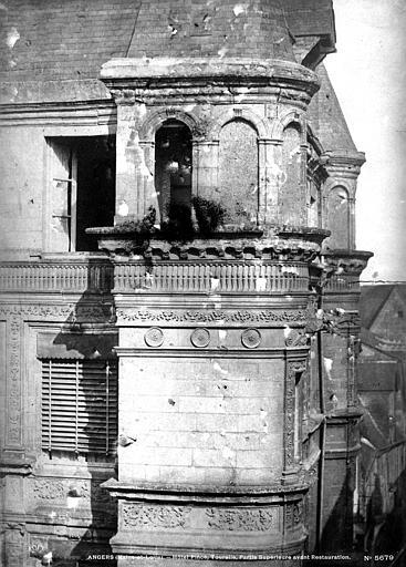 Hôtel Pincé Façade sud sur cour : Tourelle donnant sur la rue de l'Espine, Berthault (photographe),