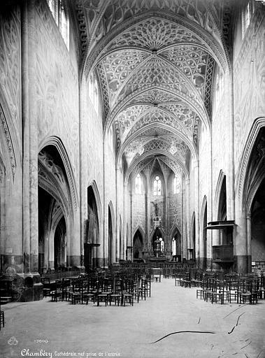 Cathédrale Saint-François-de-Sales Vue intérieure de la nef, vers le choeur, Mieusement, Médéric (photographe),
