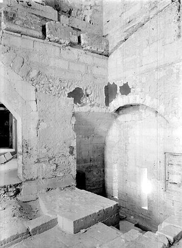 Palais des Papes Escalier reliant la sacristie de la chapelle de Clément VI à la tour de la Garde-Robe, Durand, Jean-Eugène (photographe),