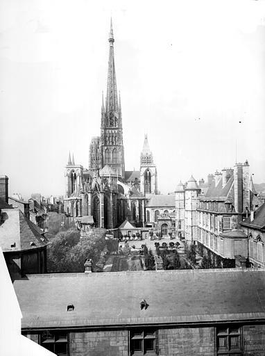 Cathédrale Notre-Dame Vue générale prise de l'archévêché vers la cathédrale, côté est, Mieusement, Médéric (photographe),