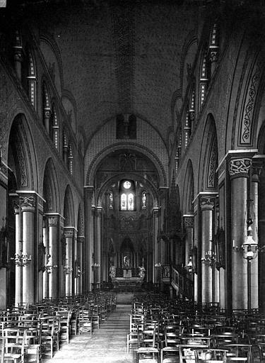 Eglise Saint-Amable Nef, vue de l'entrée, Durand, Eugène (photographe),