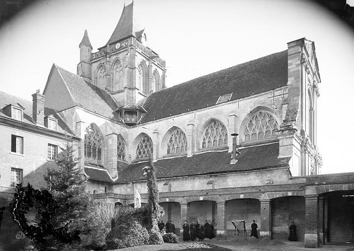 Eglise Saint-Taurin Façade nord prise du cloître, Mieusement, Médéric (photographe),