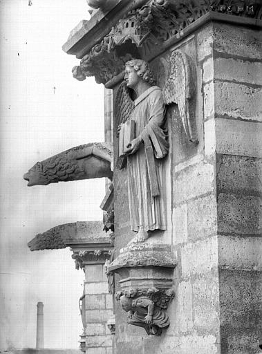 Cathédrale Notre-Dame Ange du premier contrefort de l'abside, au nord, Lajoie, Abel,