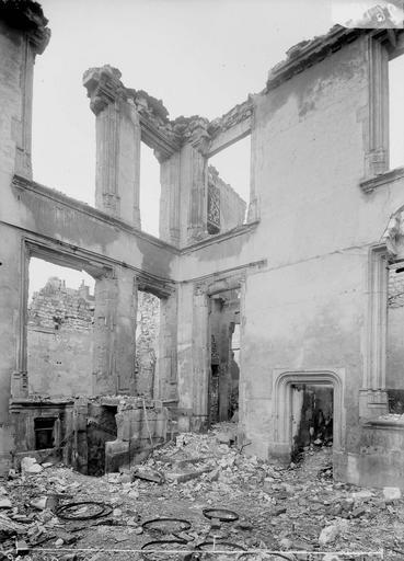 Maison Cour, Verneau, G.,