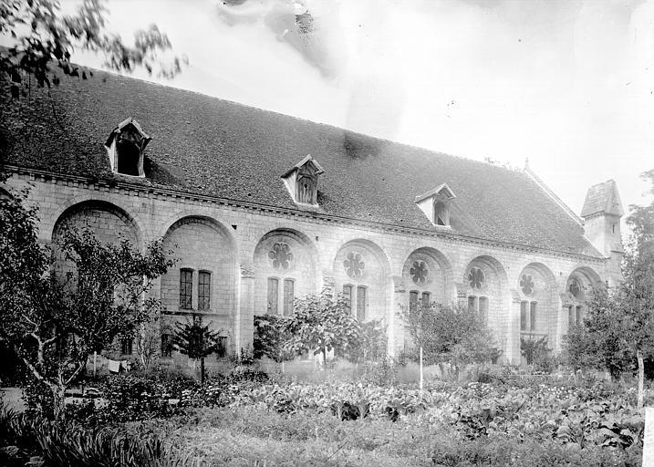 Abbaye Bâtiments abbatiaux: vue extérieure, Enlart, Camille (historien),