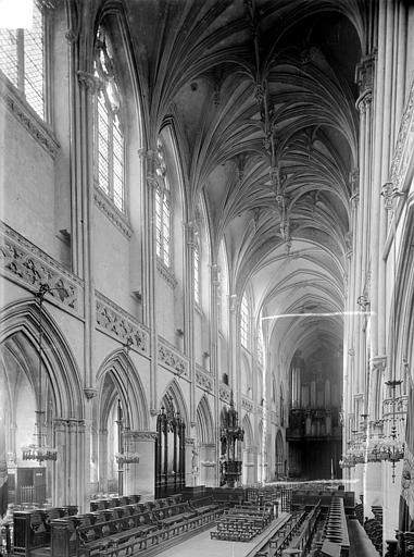 Eglise Saint-Pierre Vue intérieure de la nef, vers le sud-ouest, Heuzé, Henri (photographe),