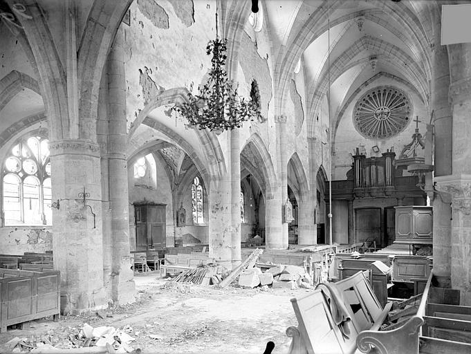 Eglise Notre-Dame Vue intérieure de la nef vers le sud-ouest, Queste, P. photographe),