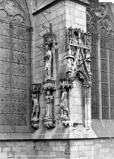Cathédrale Saint-Etienne Façade nord : décor sculpté d'un contrefort, Mieusement, Médéric (photographe),